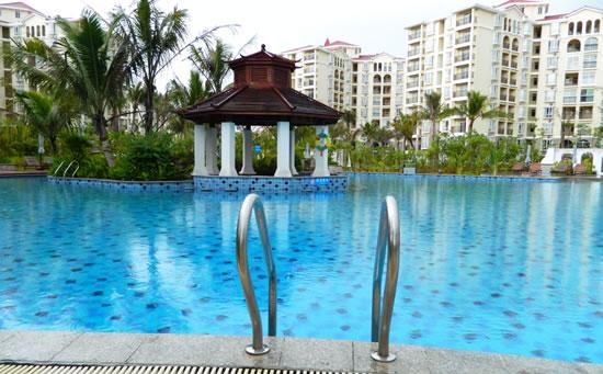 琼海天来泉老年公寓内的温泉游泳池设施。让爸妈来海南过一个温暖的冬天吧。